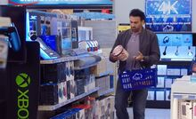 S03E21-Customer leaves ice cream