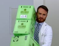 S01E03-Tate w boxes