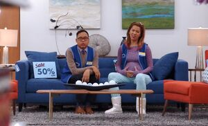 S01E05-Mateo Cheyenne couch