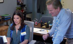 S04E09-Amy ordering w Glenn