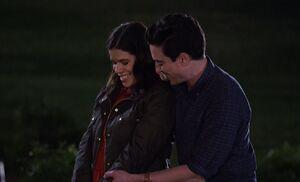 S03E19-Amy Jonah putting