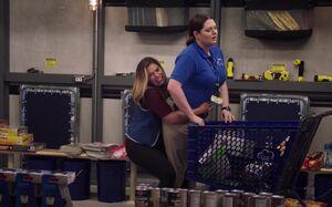 S03E02-Amy Dina storm shelter