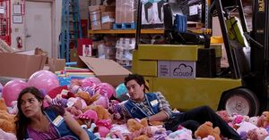 S01E06-Amy and Jonah mess in stock room