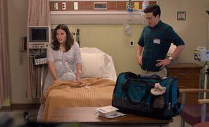 S04E05-Amy Jonah bad hospital bed