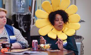 S04E04-Janet flower