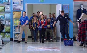 S03E10-Staff enter store