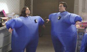 S03E13-Amy Jonah balloon suits