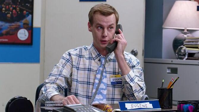 S02E19-Eugene on phone