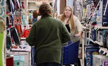 S01E01-Customers smash carts