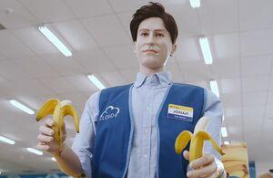 S01E04-1Mannequin w bananas