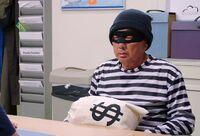 S02E06-Brett as a robber