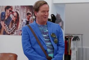 S01E02-Glenn in cool suit