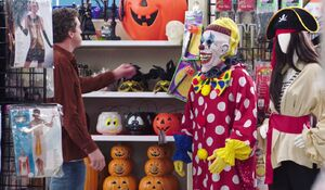 S03E05-Clown scares customer