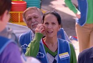 S01E11-Henry in walkout crowd