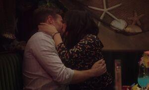 S03E12-Amy Tate kissing