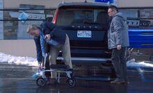 S04E11-Glenn Mateo car