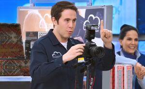 S02E18-Marcus takes pic