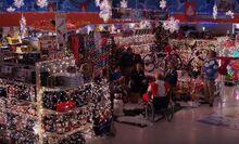 S03E07-Store Christmas lights