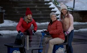 S03E07-Amy Cheyenne Dina on cart