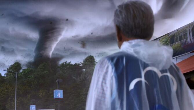 S02E21-Brett and tornado