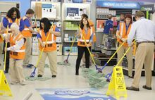 S03E14-Staff mopping