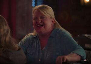 S02E12-Justine at bar