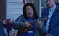 S03E02-Sandra ukulele