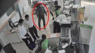 (VTC14) Chân dung nghi phạm cướp 2 tỷ đồng ở ngân hàng Trà Vinh