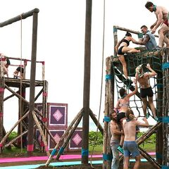 Samatau competes in the first Immunity Challenge.