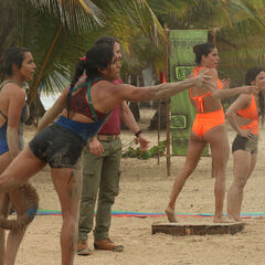 Gabriela and Yuriko competing for Banda in the fourth Advantage and Punishment Challenge.