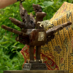 <i>Survivor: Philippines</i> Immunity Idol, the <i>sarimanok</i>.