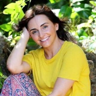 Pia's alternate promotional photo.