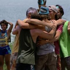 The new Yaxhá celebrates winning immunity.