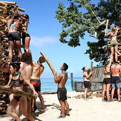 Samatau constructing their tower at the third Immunity Challenge.