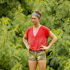 Elizabeth competing in the fourth Immunity Challenge.