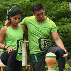 Teresa and Víctor competing for Godínez in the fifth Advantage and Punishment Challenge, <i><a href=