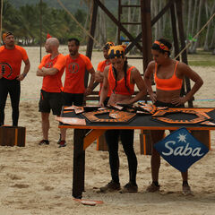 Pudientes competing in the third Immunity Challenge.