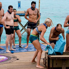 Manu competes in the third Immunity Challenge, <i>Beyond the Wheel</i>.