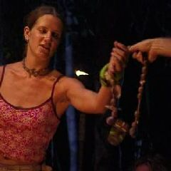 Kelly wins her third individual Immunity Challenge.