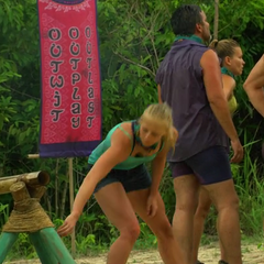 Kelley grabs the Hidden Immunity Idol at the first <a href=