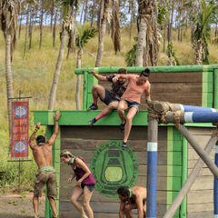 Tavua competes in the fifth Immunity Challenge, <i><a href=
