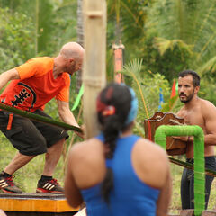 Pudientes competing in the fourth Immunity Challenge.