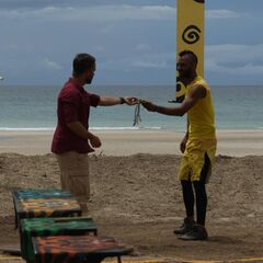 Ricardo wins the second Immunity Challenge.