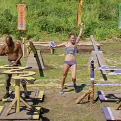 Carl competes in the Immunity Challenge, <i><a href=