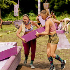 Elizabeth competing in the seventh Immunity Challenge.
