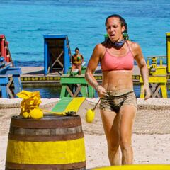 Sarah competes in the Immunity Challenge, <i><a href=