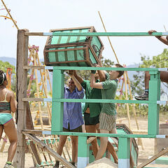 Luzon struggling at the first Immunity Challenge.
