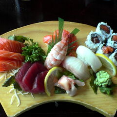 Sushi plate (盛り合わせ).