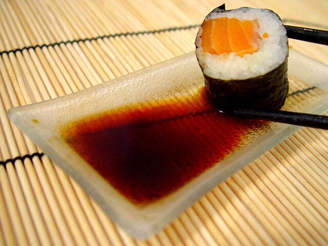 File:Salmon roll (巻き鮭).jpg