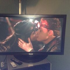 Bay and Emmett kiss. Emmett went with Bay on the trip 3x04 It Hurts To Wait with love If love is somewhere else
